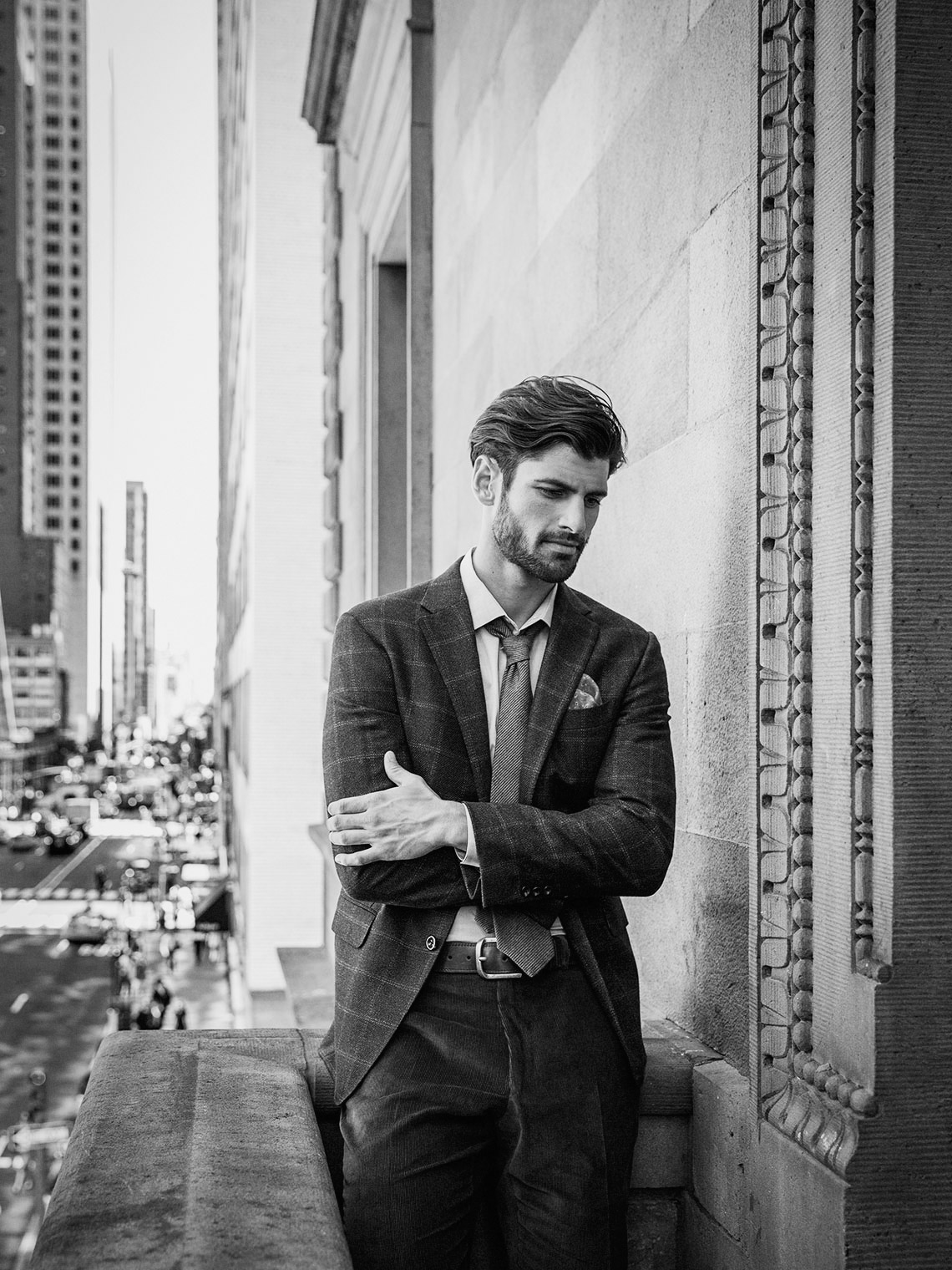 brian-sorg-tc-nyc-00-TCM_Lookbook_Adam_Balcony_202